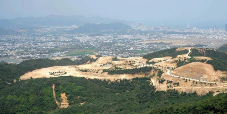 Ông Nguyễn Chiến Thắng, Lê Đức Vinh và Lê Mộng Điệp bị khởi tố và bắt tạm giam vì liên quan đến các dự án núi Chín Khúc. (Ảnh: Khải An).