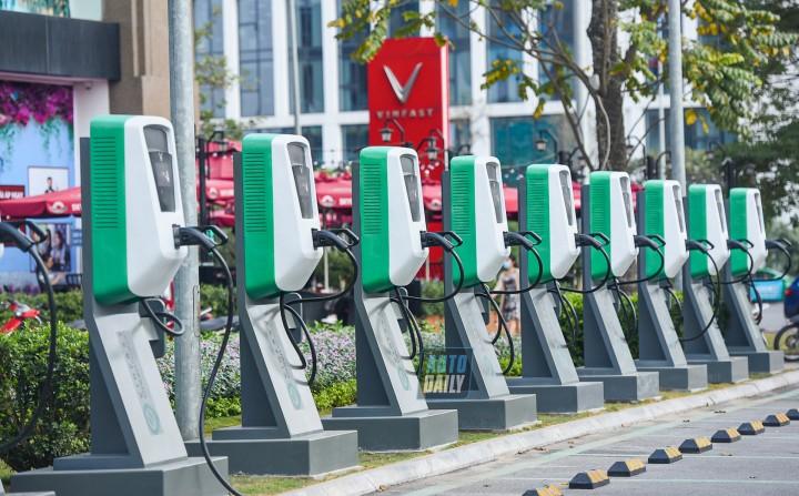 Đến hết năm 2021, VinFast dự kiến xây dụng được 40.000 cổng sạc ô tô điện trên cả nước.