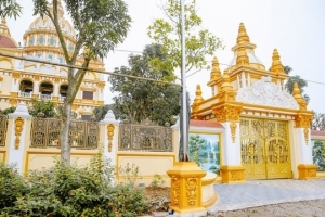"""Ông chủ Tòa lâu đài dát """"vàng"""" tại Hưng Yên làm nghề gì?"""